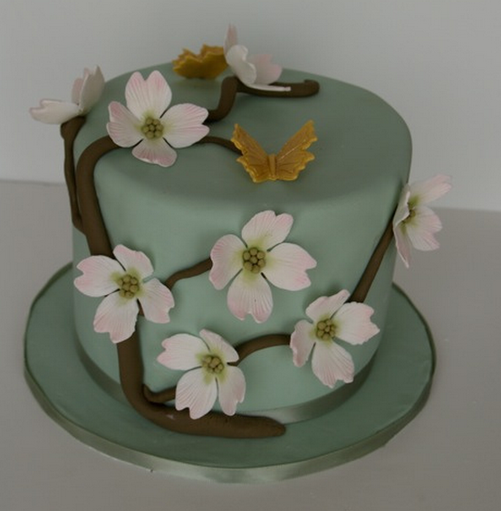 Green engagement cake with white flowers and yellow butterflies.PNG