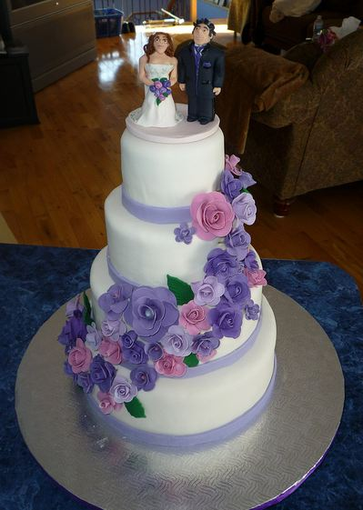 wedding cakes with pink and purple flowers four tier white wedding cake with cascading purple 26083
