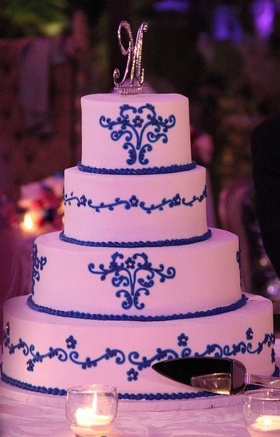 pink blue and white wedding cakes four tier white wedding cake with blue trim and 18569
