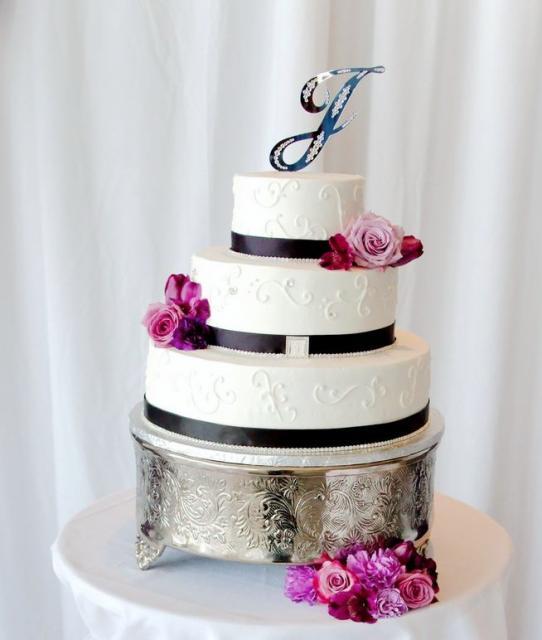 White 3 Tier Round Wedding Cake With Blue Cursive Monogram Topper Amp Fresh RosesJPG