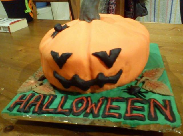 Halloween cake with pumpkin.JPG