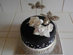 Black and White 2 Tier with White Roses