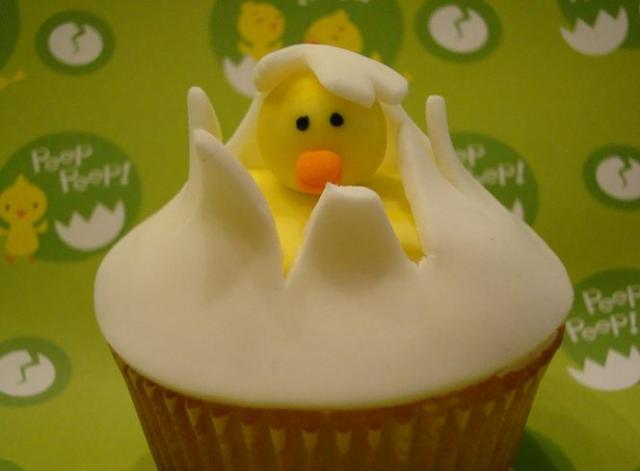 Cupcake with baby chick coming out.JPG