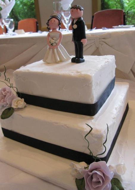 two tiered square wedding cake ideas two tier square white wedding cake with black band and 21337