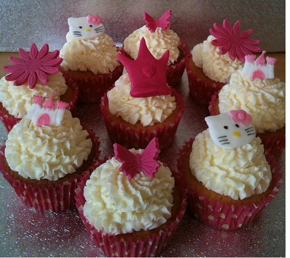 Hello Kitty cupcakes pictures.PNG