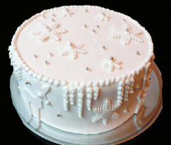 Simple white Christmas cake with snowflakes.PNG
