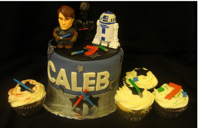 Star Wars Cake and Cupcakes.PNG
