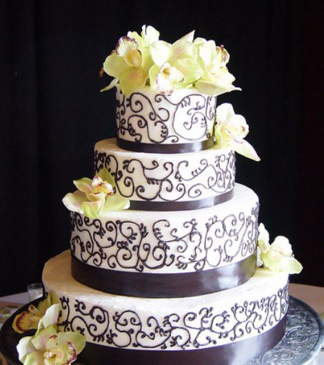 Images Of Round Wedding Cake : Four tier white round wedding cake with fresh flower ...
