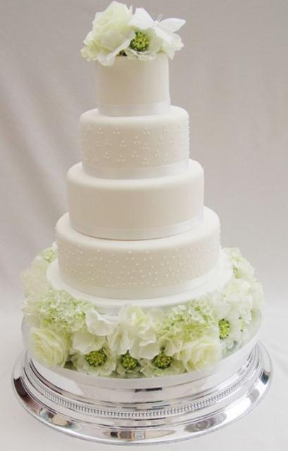 Images Of Round Wedding Cake : Five tier round white wedding cake with white flowers on ...