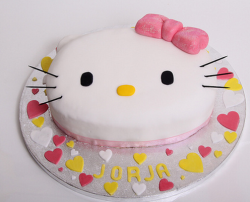 White Hello Kitty cake with pink bow.PNG