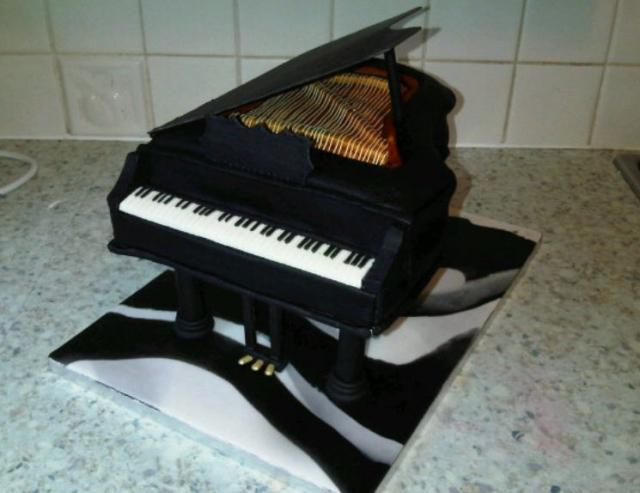 Realistic looking Piano cake.JPG