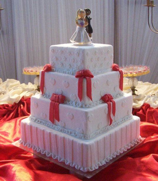 Pin Tier Square White Wedding Cake With Red Bows And Bride Groom Cake ...