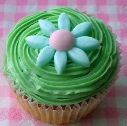 Green easter cupcake with big flower in the center.PNG
