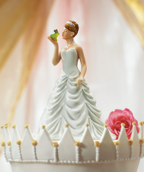 Picture of Princess bride kissing Frog prince Figurine cake topper.PNG