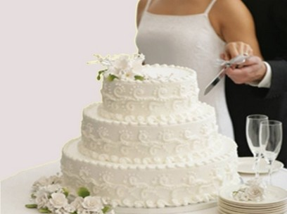 Round Wedding Cake With White Flowers