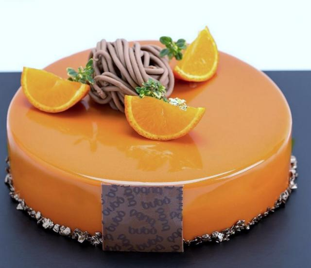 Fotos - Photograph Of 2 Tier Cake W Faux Candles Giftbox Tier On The ...