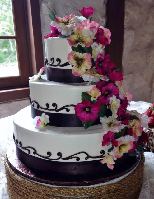 Wedding Cake 2 Simple And Elegant Three Tier White Round