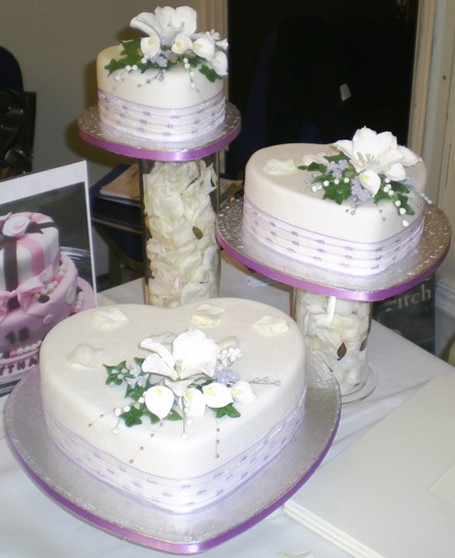 Heart Shaped Wedding Cake Images : heart shaped wedding cakes with white flowers