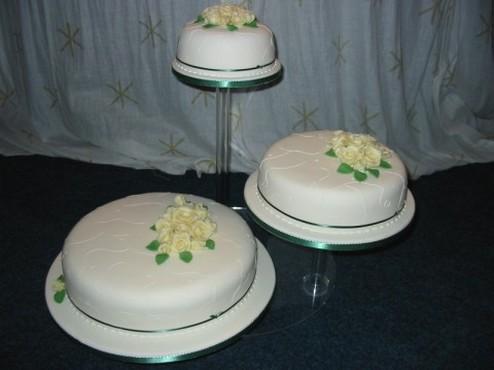 round wedding cakes image