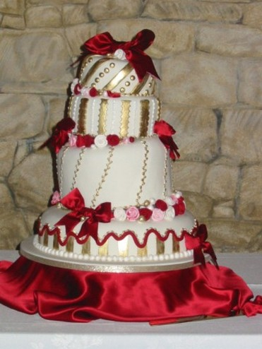 Elegant Red And White Wedding Round wedding cake with white black and white