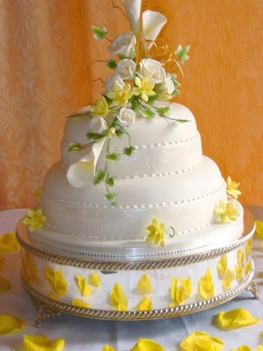 summer wedding cake with white and light yellow flowers