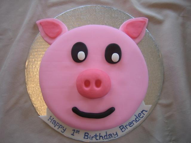 pig birthday cake photo