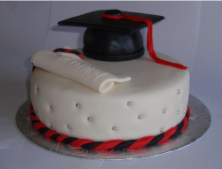 Graduation Cake with graduation hat in black.PNG