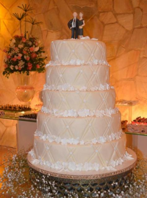 5 tier wedding cake images 5 tier ivory wedding cake with and groom 10465