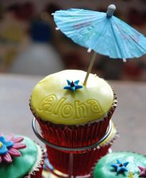 Aloha Hawaiian theme cupcake with umbrella.JPG