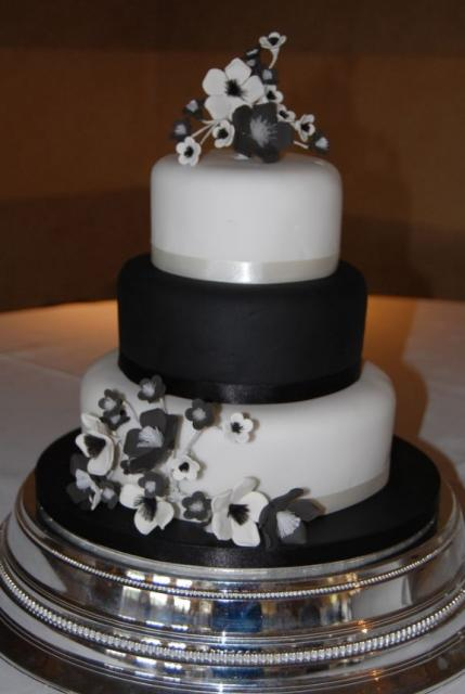 Black And White Wedding Cake With Flowers Black And White Wedding
