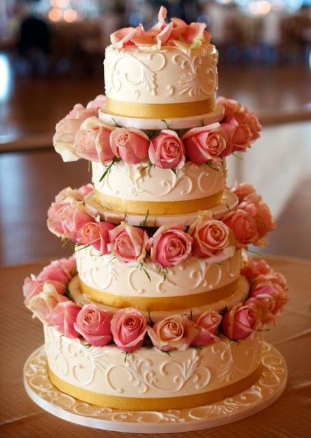 Gold And Ivory Wedding Cakes Wedding Cake With Gold