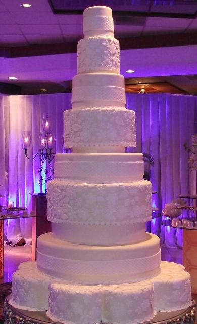 7 layer wedding cake 7 tier white wedding cake with alternating patterns 10502