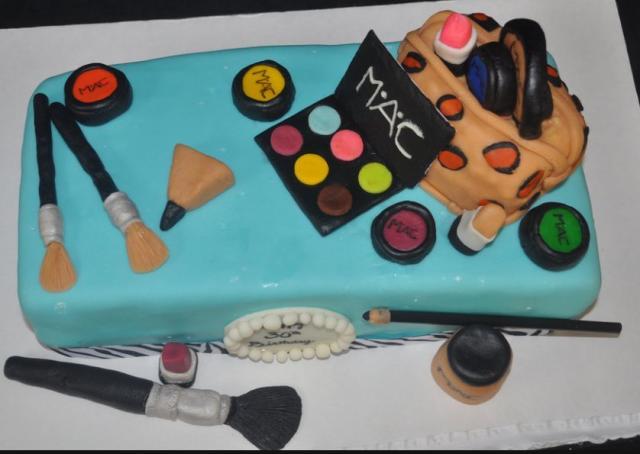 Makeup Kit Cake Images : Make-up bag kit cake.JPG (1 comment)