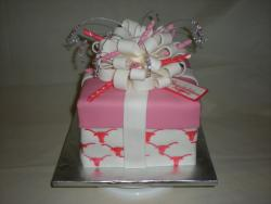 gift box bridal shower cake picures.jpg