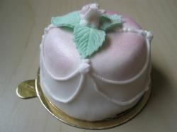 Mini bridal shower cake pictures.jpg