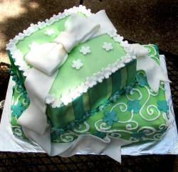 picture of green bridal cake in bow.jpg