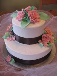 pretty Bridal shower cake with pink roses.jpg
