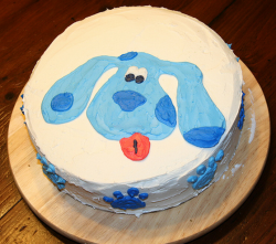 Round homemade Blues Clues cake with Blue's face.PNG