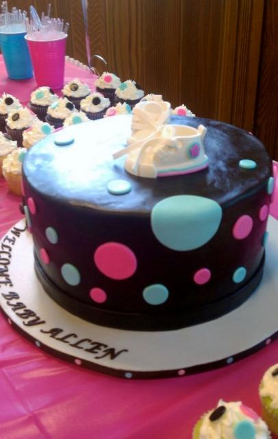Cake With Cupcakes On Top : Chocolate round baby shower cake with baby shoes on top ...