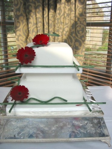 White square wedding cake red rose