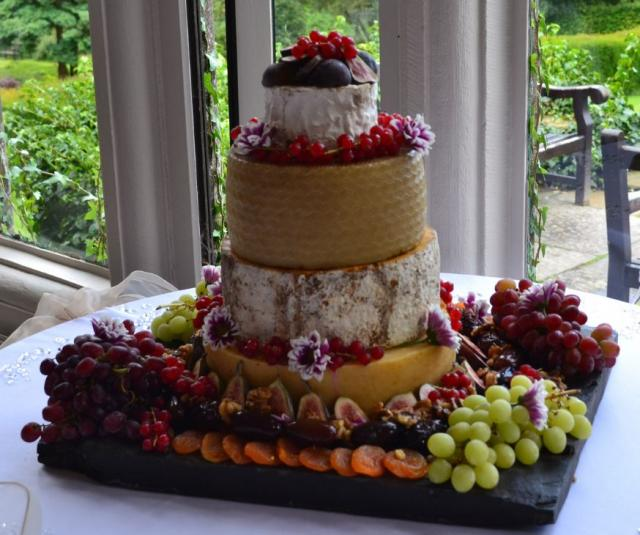 4 tier fruit wedding cake recipe cheese barrel wedding cake in 4 tiers with fresh and dried 10377