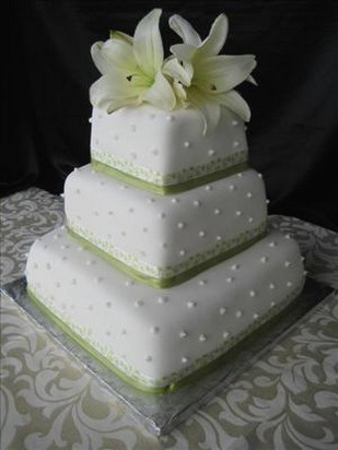 fashion wedding cake with lillies