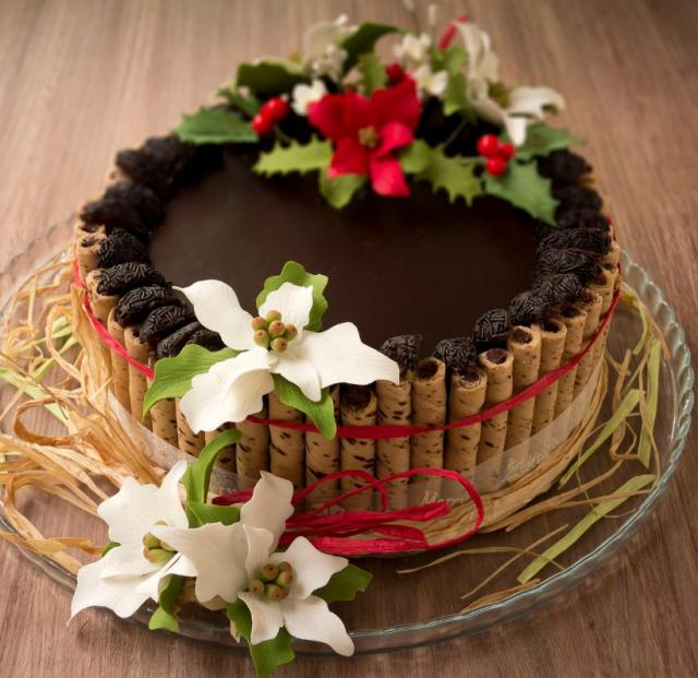 Chocolate Cake Christmas Design : Christmas themes, Chocolate cakes and Chocolate on Pinterest