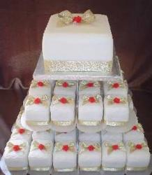 Square wedding cake picture