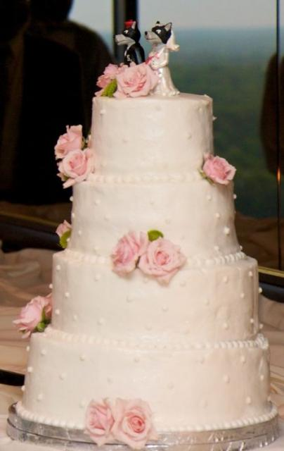 4 tier wedding cake with red roses four tier pink wedding cake with pink roses and wolf groom 10424