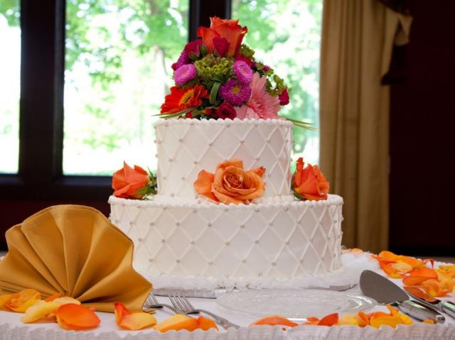 Picture Of 2 Tier White Wedding Cake W Fresh Flowers Decoration