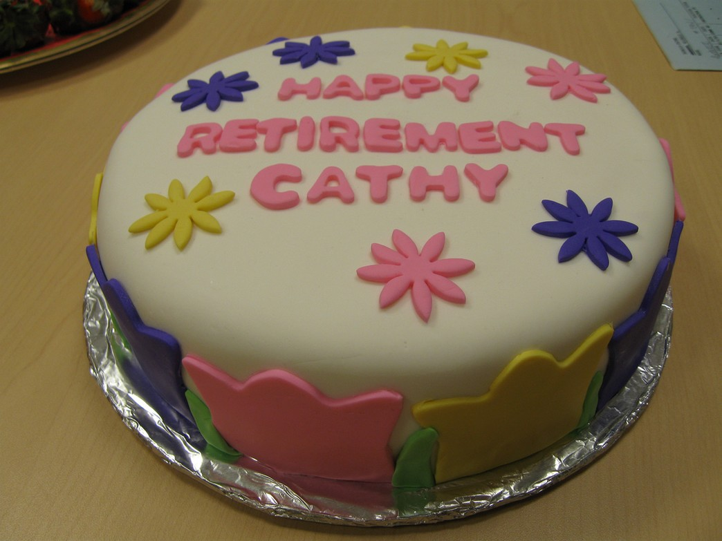 ideas for retirement cakes_cute retirement cake.jpg