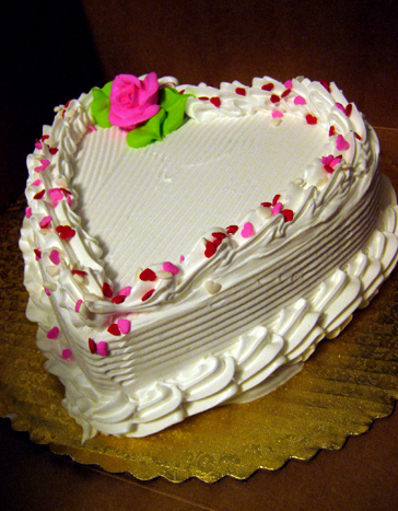 White heart valentines day cake with bright pink floral ...